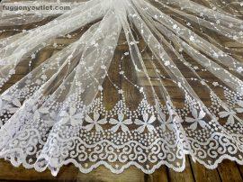 Készre vartt függöny aprovirag himzet féher színű 300 cm szeles 260 cm magas