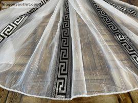 Készre vartt függöny 300cm szeles 160cm magas Görögmintas fehér  fekete színű