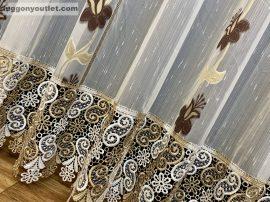 Csipkes kesz függöny (30 cm  barna feher csipke)Harangvirág krém alapon barna színű 300 cm széles 175 cm magas