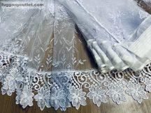 Csipkes kesz függöny  (15 cm fehér csipke)himzet fehèr alapon fehér színű 400 cm szeles 155 cm magas