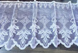 Vitrázsfüggöny fenyőfa fehér színű 60 cm magas