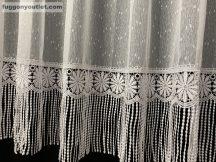 Csipkes kesz függöny (30 cm fehèr csipke)hopehely fehèr színű 300cm szeles 140 cm magas