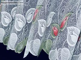 Kesz függöny feher alapon zöld piros szinű rozsaslevel 300 cm szeles 155cm magas
