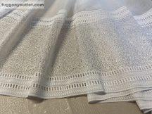 Készre vartt függöny lyukacsos fenyes csikos fehér színű 300 cm szeles 260 cm magas