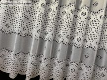 Függöny készre vart zsakar lyukacsoslevel fehér színű 400 cm szeles 200 cm magas