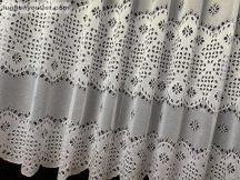Készre vart függöny lyukacsoslevel fehér színű 500 cm szeles 200 cm magas