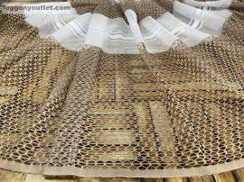 Készre vartt függöny 300cm szeles 180 cm magas alulcsikos féher barna színű