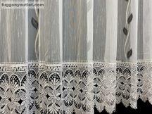 Csipkes kesz függöny (30 cm fehèr csipke) fehèr alapon fekete szinü  300 cm szeles 175 cm magas