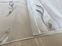 Készre vartt függöny 300cm szeles 260cm magas Lenesvoile fehér alapon szürke  színű