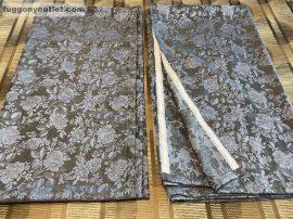 Kész sötétítő függöny rozsa  selyem szürke alapon szürke kék  színű ( 2 darab =140 cm szeles 180 cm magas )