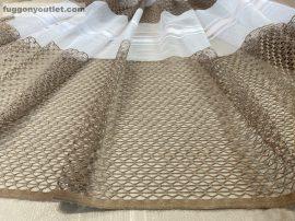 Készre vartt függöny 300cm szeles 250 cm magas alulcsikos féher barna színű