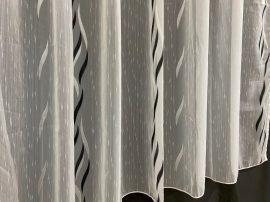 Készre vartt függöny 300cm szeles 160cm magas lenesvoile fehér fekete színű