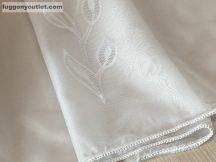 Készre vartt függöny (Celen5levelfeher3 ) voal fehér szinü 300 cm szeles 260cm magas